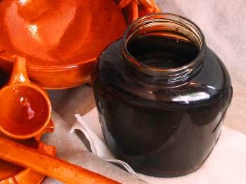 Il vino cotto, dolce sciroppo della tradizione rurale ischitana