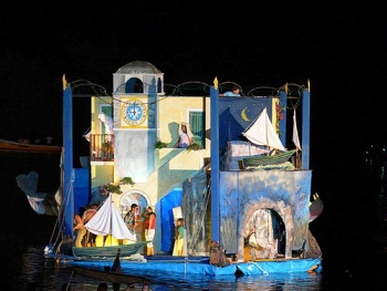 L'arte effimera delle macchine festive: la sfilata dei barconi di Sant'Anna