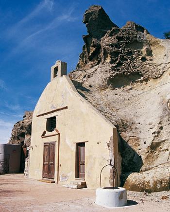 La chiesa di San Nicola sul monte Epomeo