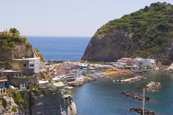 Sant'Angelo: da antico villaggio di pescatori a borgo ultrachic