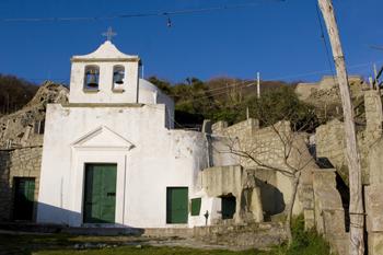 Una chiesa di pietra: Santa Maria al Monte a Forio