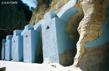 Vasche e grotte scavate nel tufo, le terme millenarie di Cavascura ai Maronti