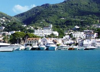 Marina di Casamicciola: vacanza di mare con vista