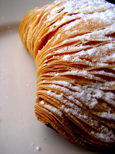 Non importa che sia riccia, che sia frolla. Pur che sia una sfogliatella