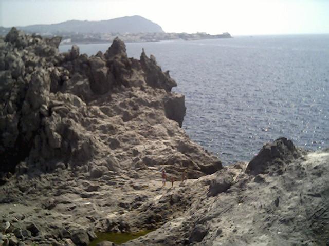 La scogliera di Zaro a Forio, un tuffo in un paesaggio primordiale